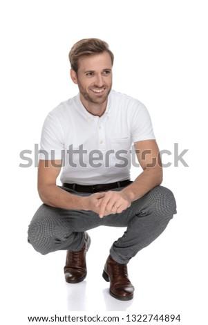 幸せ · 笑みを浮かべて · 若い男 · あごひげ · コピースペース - ストックフォト © feedough