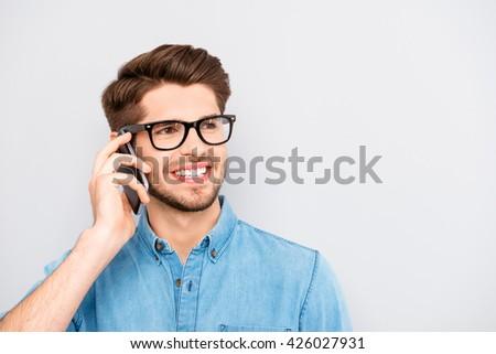 Glimlachend zakenman mobiele telefoon geïsoleerd witte Stockfoto © deandrobot