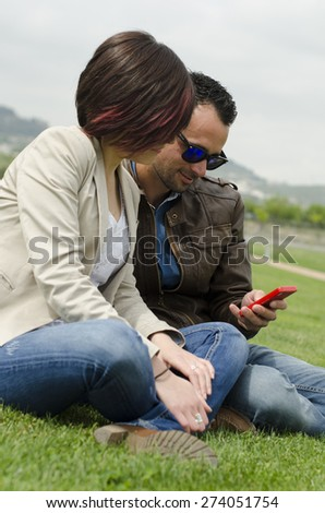 Séduisant puce homme lunettes de soleil séance Photo stock © feedough