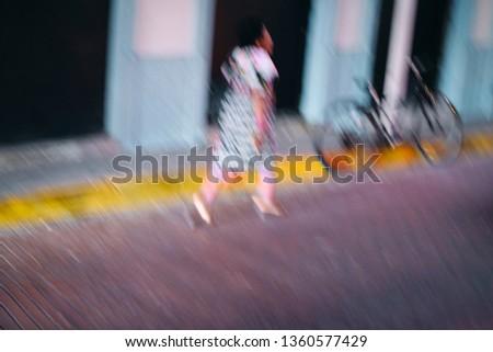 Vrouw traditioneel kleding lopen Panama stad Stockfoto © diego_cervo