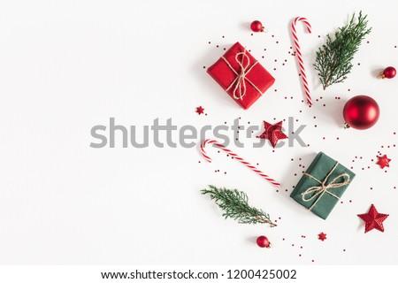 Navidad pelota confeti navidad rojo vacaciones Foto stock © olehsvetiukha