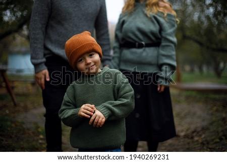 Wesoły dziecko chłopca ciepły ubrania kamery Zdjęcia stock © ElenaBatkova