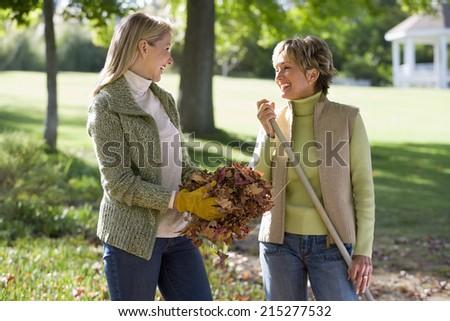 Vue de côté actif supérieurs femme parler Photo stock © wavebreak_media