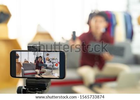 Jovem asiático masculino blogger filmadora produto Foto stock © snowing
