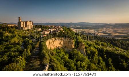 Spektakularny widok z lotu ptaka starówka Toskania Włochy niebo Zdjęcia stock © lightpoet