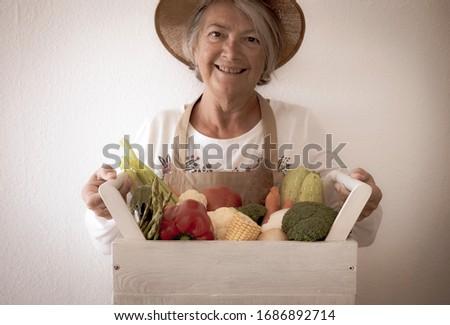 Szczęśliwy stałego dumny ogród uśmiecha Zdjęcia stock © meinzahn
