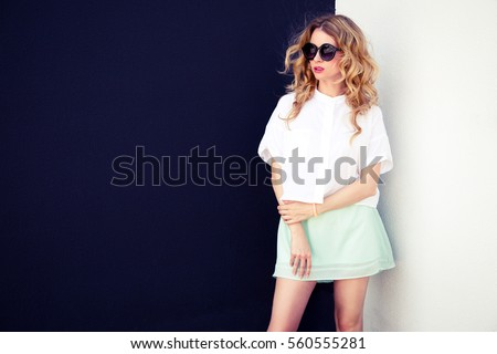 Fotó fiatal nő fehér póló fekete szoknya Stock fotó © deandrobot