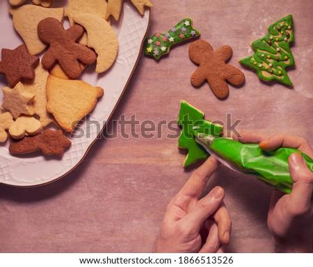 Erkek pişirmek Noel kurabiye eller Stok fotoğraf © OleksandrO