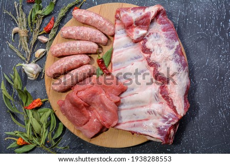 Stockfoto: Steak pork grill on wooden cutting board with a variety of grilled vegetables