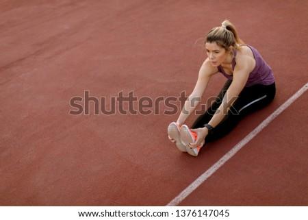 Młoda kobieta nogi sąd ciepły w górę zewnątrz Zdjęcia stock © boggy