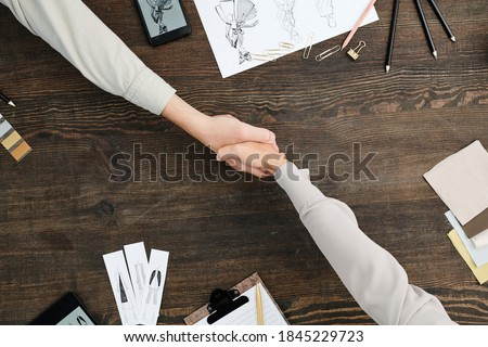 Dois jovem bem sucedido criador trabalhando novo Foto stock © pressmaster