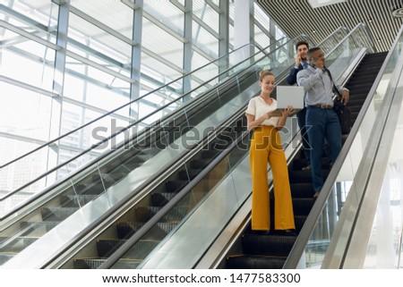 表示 小さな ビジネスマン 携帯電話 立って ストックフォト © wavebreak_media