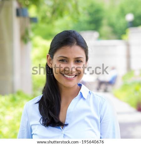 Mosolyog női alkalmazott derűs arckifejezés okostelefon Stock fotó © vkstudio