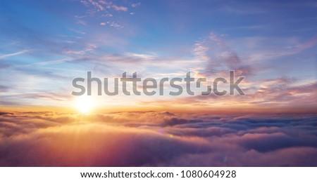 Dramatisch bewolkt hemel zonsopgang natuur zon Stockfoto © Anneleven