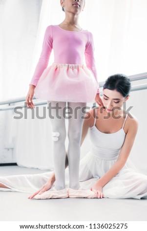 Imagem caucasiano mulher jovem bailarina dança Foto stock © deandrobot