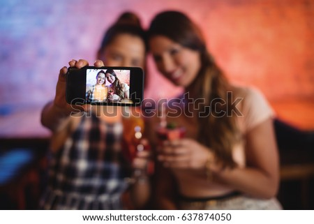 Fotografia zabawny kobieta śniadanie Zdjęcia stock © deandrobot