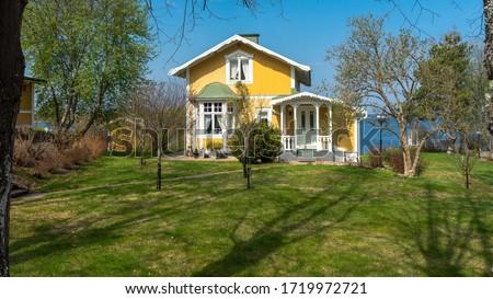 Azul pintado tradicional casa verde windows Foto stock © pixachi