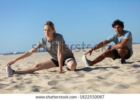 Jonge vrouw personal trainer buiten zonnige jonge Stockfoto © boggy