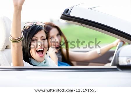 Mulheres jovens condução branco cabriolé carro olhando Foto stock © boggy