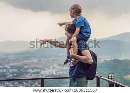 Filho pai phuket cidade ver macaco colina Foto stock © galitskaya