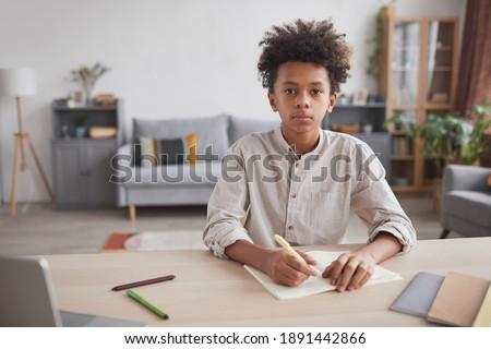 Ver bonitinho africano americano menino lição de casa Foto stock © wavebreak_media