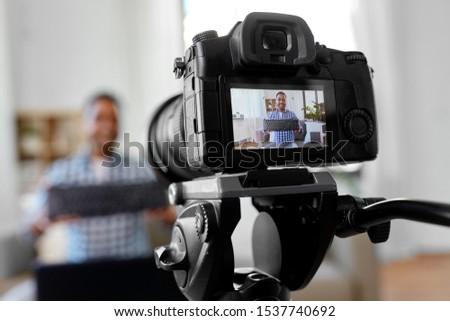 Mannelijke video blogger toetsenbord bloggen mensen Stockfoto © dolgachov