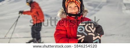 Weinig cute jongen klaar snowboarden activiteiten Stockfoto © galitskaya