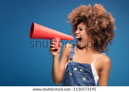 Fiatal nő kiabál hangfal akció felirat modern Stock fotó © ra2studio
