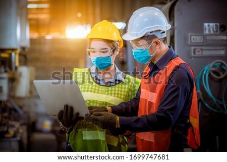 Kadın kask mühendis güvenlik makas parmak Stok fotoğraf © pzaxe