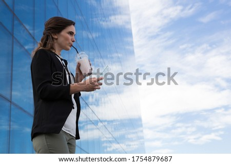Feminino executivo vidro folha escritório café Foto stock © wavebreak_media