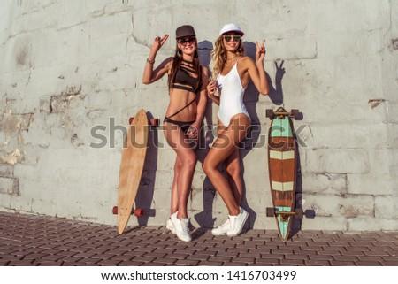 Dois atraente maiô relaxante Foto stock © 2Design