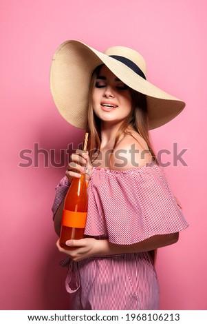 Fotó bájos nő 20-as évek visel napszemüveg Stock fotó © deandrobot