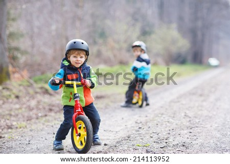 due · piccolo · ragazzi · parco · foto · cute - foto d'archivio © galitskaya