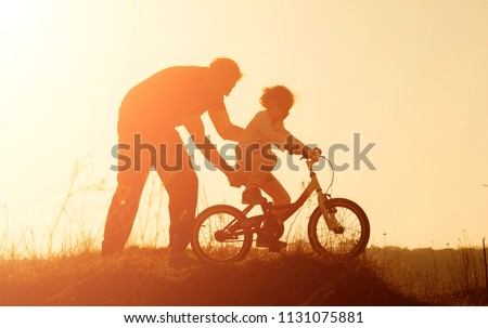 силуэта сцена семьи верховая езда велосипедов иллюстрация Сток-фото © colematt