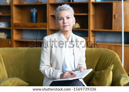 Portre çekici kafkas kadın yürütme bakıyor Stok fotoğraf © wavebreak_media