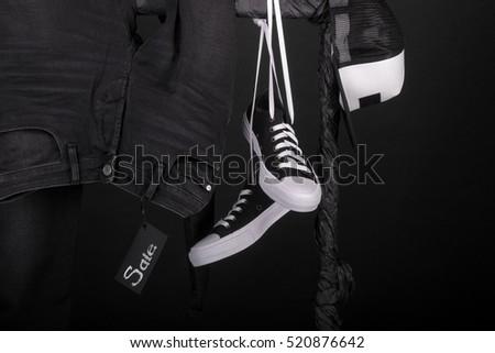 Akasztás ruházat feketefehér sportcipők sapka farmer Stock fotó © Illia