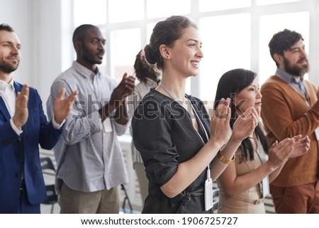 Oldalnézet sokoldalú üzletemberek üzlet előadás modern Stock fotó © wavebreak_media