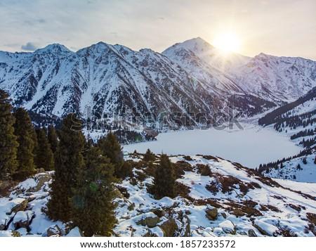 Panorama inverno madrugada montanha lago floresta Foto stock © MarySan