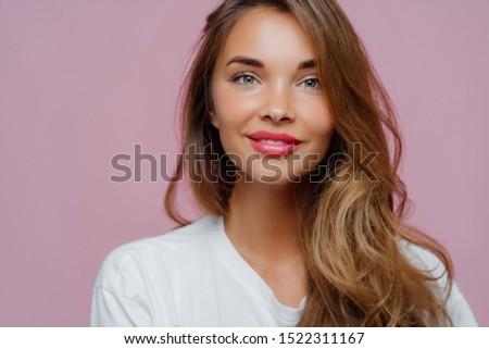 Vízszintes kép kellemes néz női modell Stock fotó © vkstudio