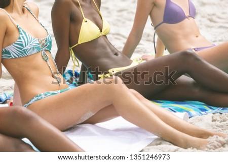 Kobiet bikini relaks posiedzenia Zdjęcia stock © wavebreak_media
