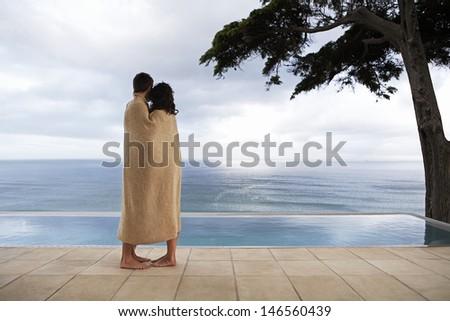 Zijaanzicht kaukasisch paar deken permanente strand Stockfoto © wavebreak_media