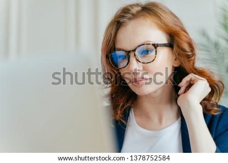 выстрел деловая женщина видео вызова Сток-фото © vkstudio