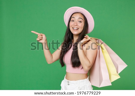 Vista lateral mujer sonriente senalando blanco sonrisa Foto stock © wavebreak_media
