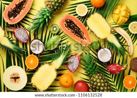 Nyár egzotikus gyümölcsök ananász kókusz mangó Stock fotó © artjazz