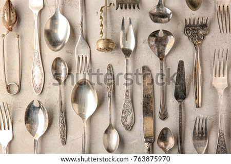 oude · zilver · lepels · houten · tafel · voedsel - stockfoto © artjazz