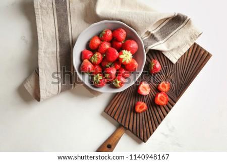 Geheel rijp aardbeien grijs Stockfoto © artjazz