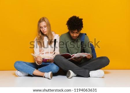 paar · studenten · samen · meisje · glimlach · boek - stockfoto © deandrobot