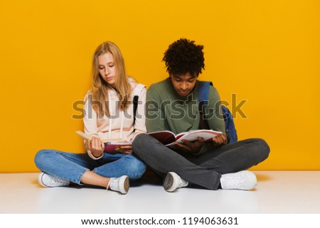 Foto entediado chateado estudantes leitura livros Foto stock © deandrobot