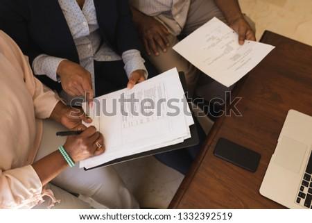 Kilátás idős afroamerikai nő aláírás tulajdon Stock fotó © wavebreak_media