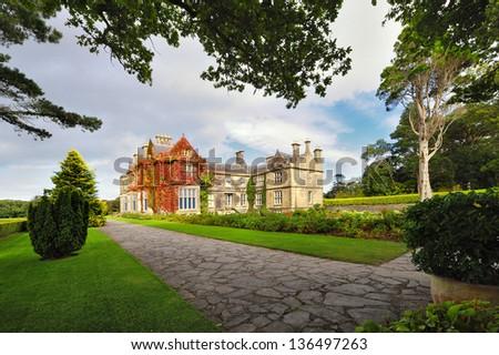 Huis Ierland twee tuin groene reizen Stockfoto © borisb17